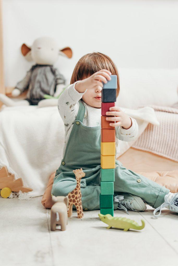 jeu espace motricité fine dextérité manuelle schéma corporel somatognosies corps enseignants exercices souffrant patient bébé quotidien accompagnement école
